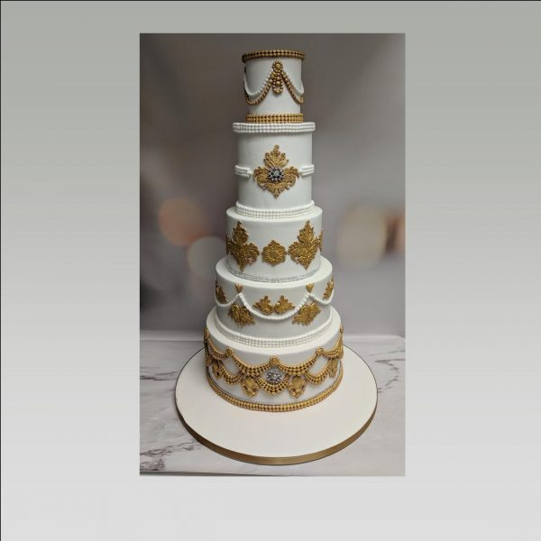 Indian wedding cake|gold wedding cake