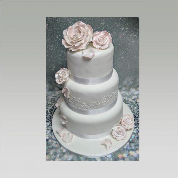 wedding cake|roses wedding cake